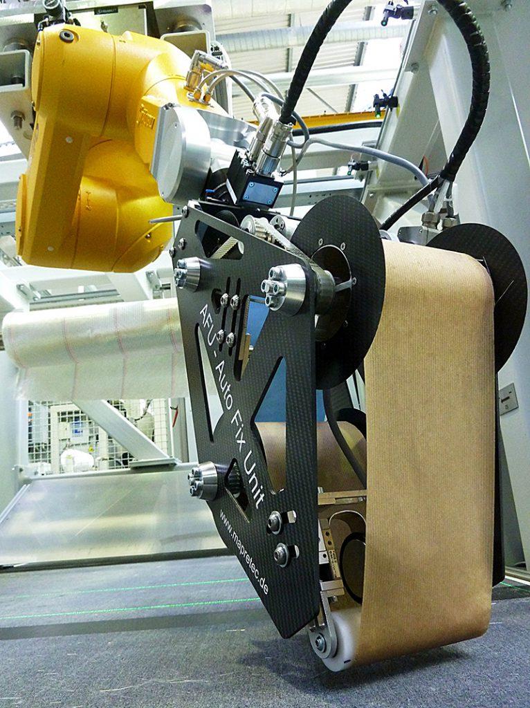 Leichtbau Bindereffektor zur Textilfixierung am Knickarmroboter (Foto: BIK/Franke)